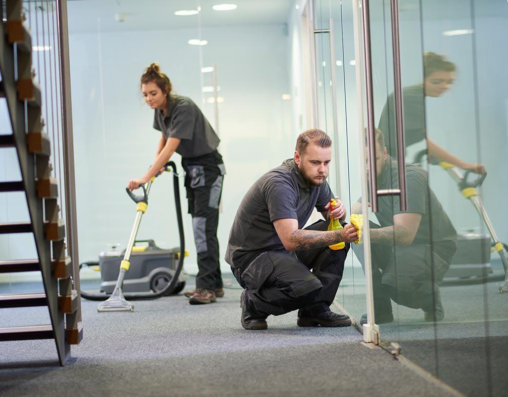 Alles sauber in Büros, Gewerberäumen, Maschinenhallen