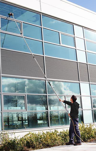 Professionelle Glasreinigung und Fassadenreinigung